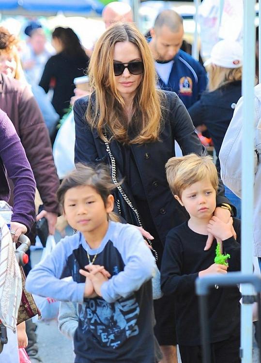 Slavná herečka strávila odpoledne s dětmi na farmářských trzích.