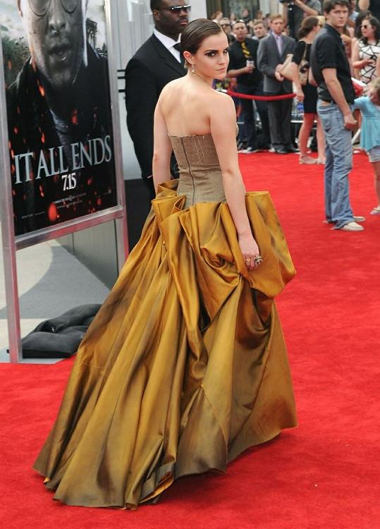 Emma Watson v šatech z módního domu Bottega Veneta.