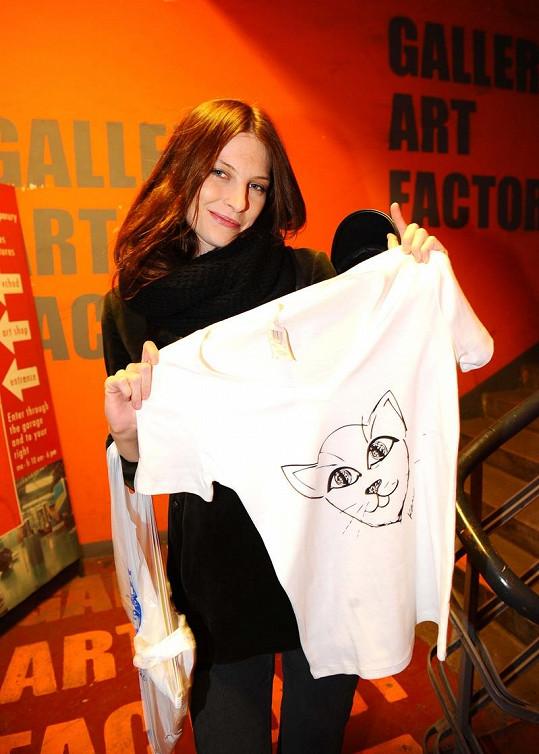 Iva Frühlingová si zamilovala tričko s kočkou.