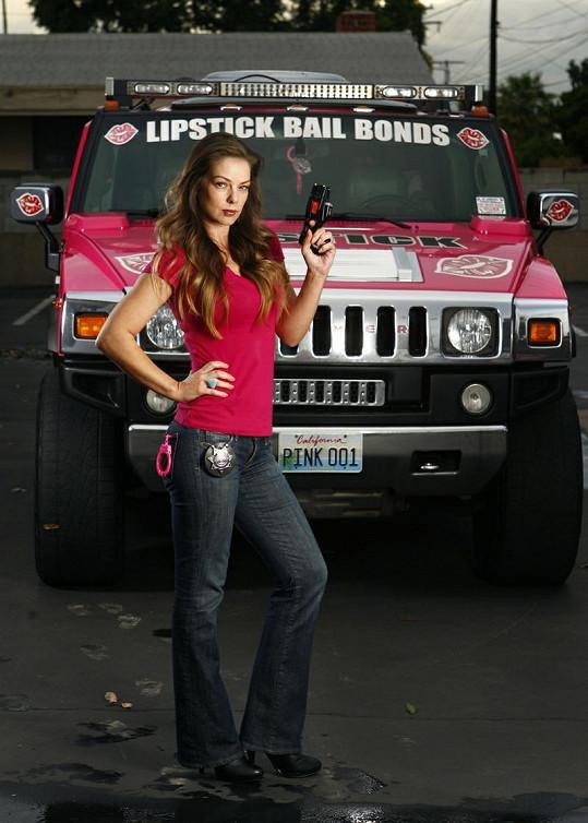 Ženy bojující proti zločinu v Kalibornii si říkají Lipstick Bail Bonds.