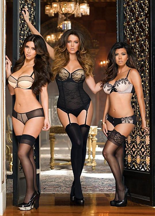 Sestry Kardashianovy při představení jejich nové řady spodního prádla.