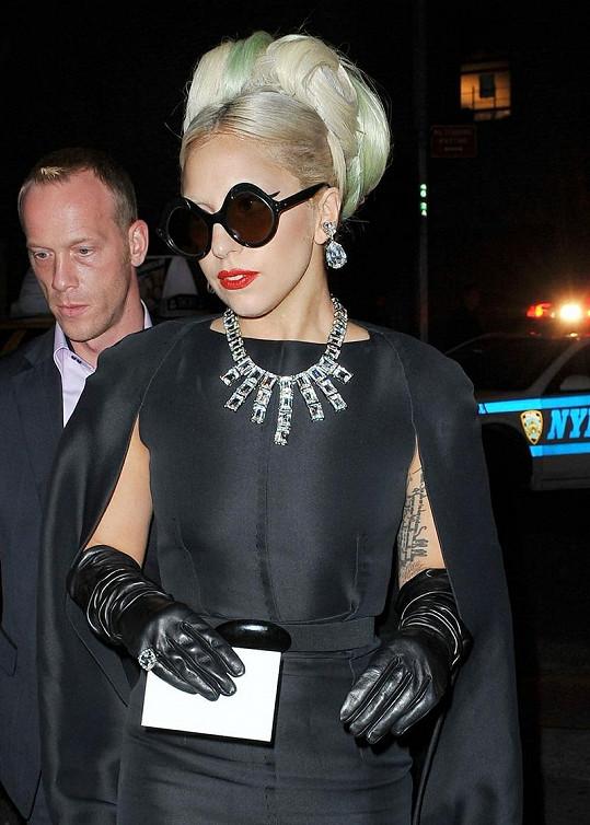 Gaga vypadala velmi elegantně.