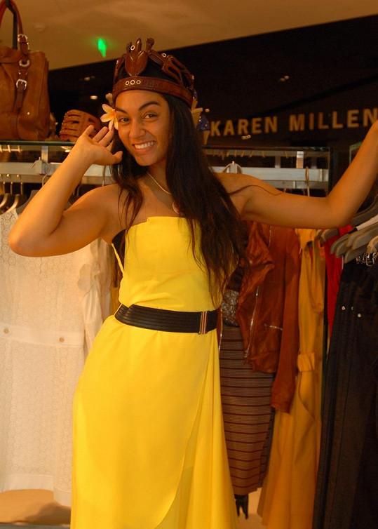 Lili Pate žlutá barva sluší.