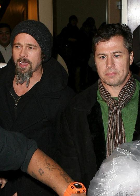Brad Pitt s mladším bratrem Dougem v roce 2009.