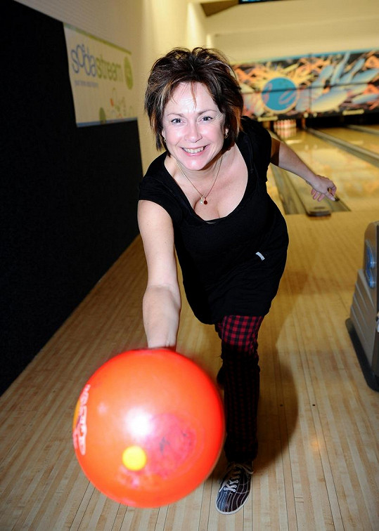 Ilona Svobodová na bowlingu. Psal se rok 2012.