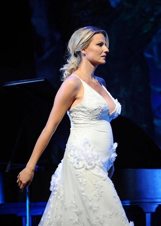 Jitka Kocurová je těhotná.