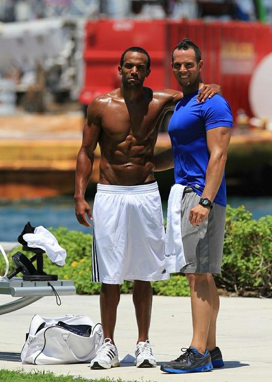 Craig David a jeho trenér na Miami Beach.