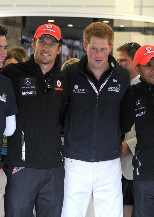 Princ Harry vedle Jensona Buttona (vlevo).