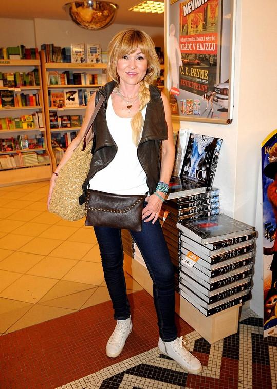 Pořídila si luxusní vestu od návrhářky Ivany Mentlové.