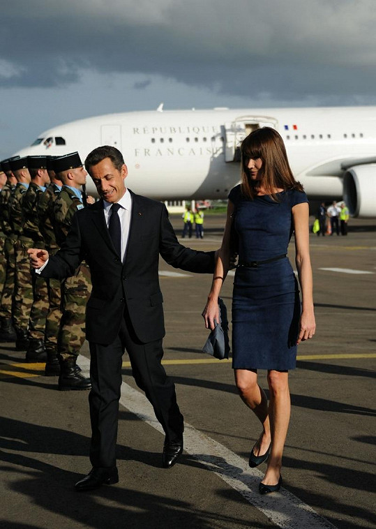 Carla Bruni je vyšší než její manžel, proto musí většinou nosit boty bez podpatků.
