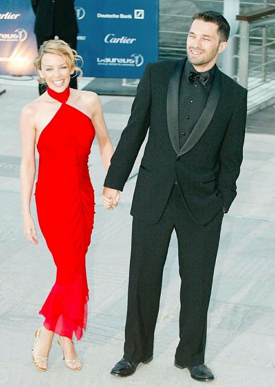 Olivier Martinez několik let chodil s Kylie Minogue, která mu nyní i pogratulovala k zásnubám s Halle Berry.