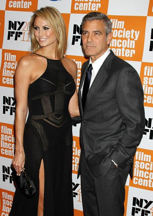 Clooney a Keibler na premiéře filmu The Descendants.