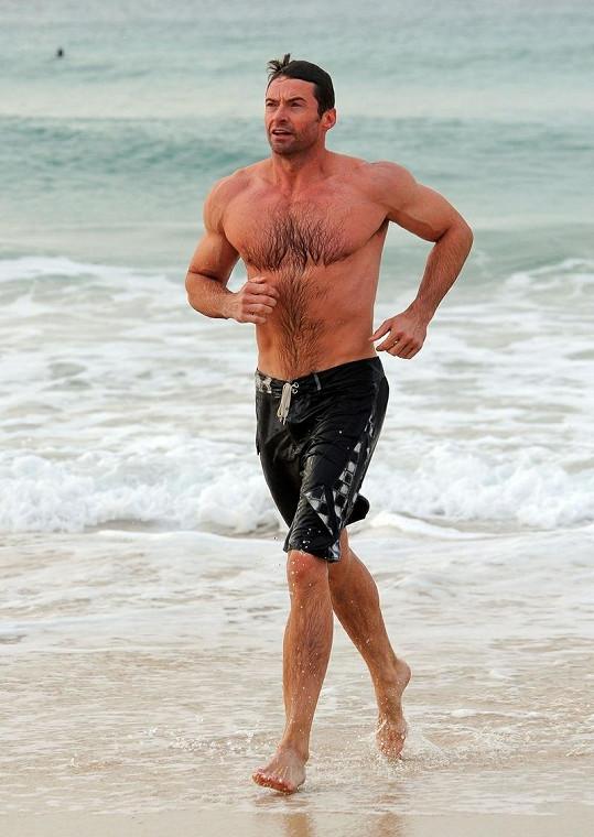 Australan na pláži v Sydney.