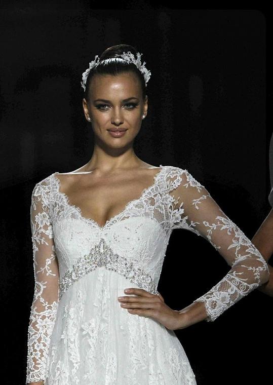 Irina Shayk si už vyzkoušela roli nevěsty.