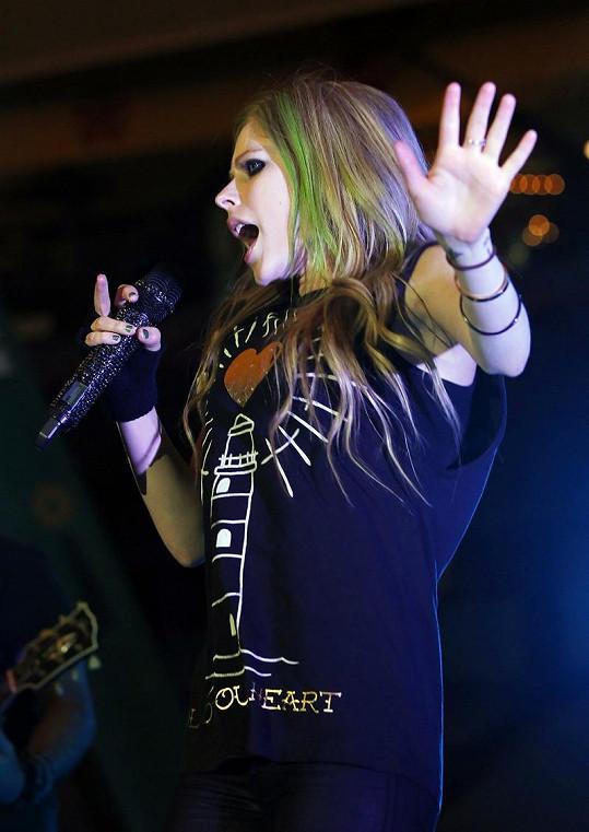 Avril Lavigne při sobotním koncertu.