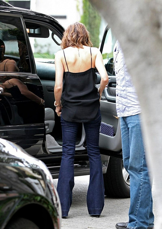 Manželka Davida Beckhama je velmi štíhlá.