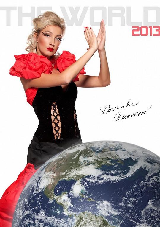 Dominika Mesarošová na obálce svého prvního kalendáře.