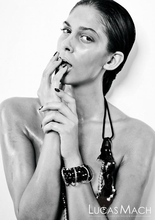 Aneta Vignerová je zatraceně sexy.