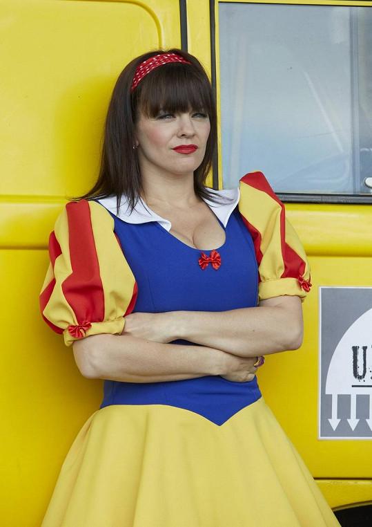 Marta Jandová ve své první seriálové roli, kde musela obléct opravdu kuriózní kostým.
