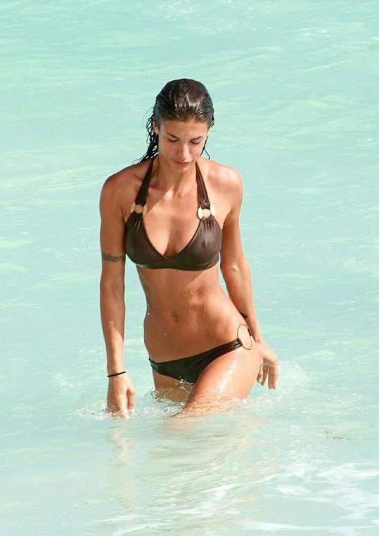 Božské tělo Elisabetty Canalis už Georgi Clooneymu nepatří.