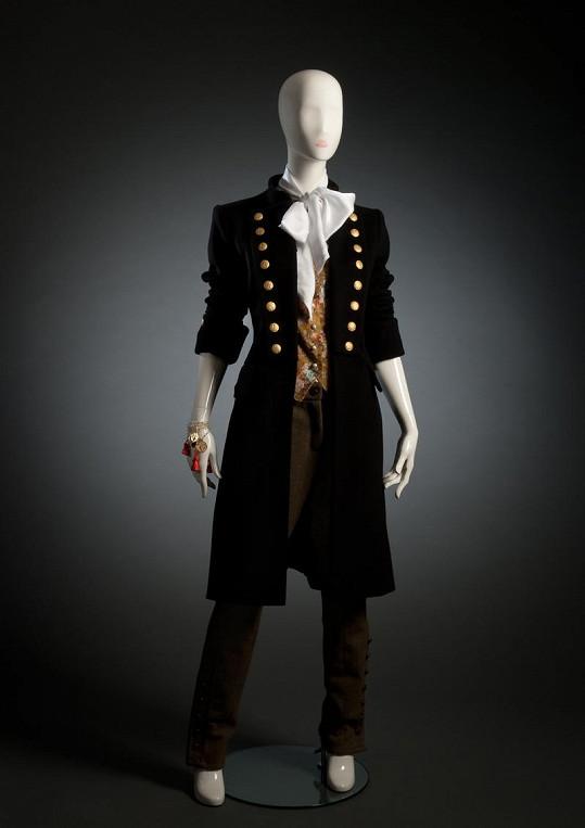 Nápaditě zdobené prodloužené sako.