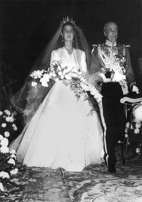 Vévodkynina první svatba, v roce 1947 ji k oltáři vedl otec Jacobo.