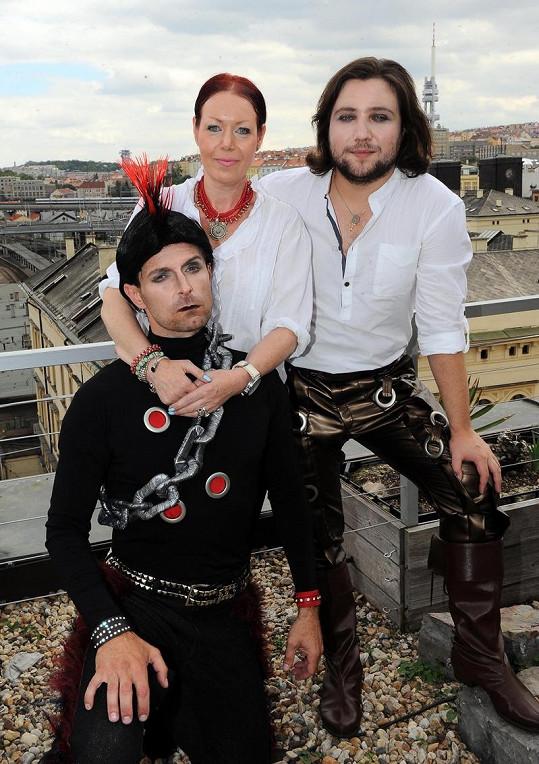 Slováček s kostýmní výtvarnicí Evženií Rážovou a hereckým kolegou.
