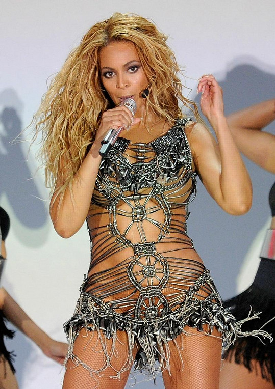 Za své dokonalé tělo vděčí zpěvačka pravidelnému cvičení.