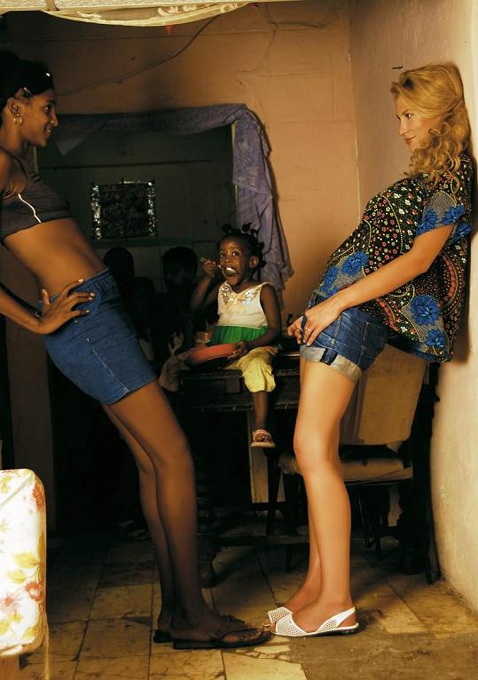 Katka s Kubánkou si provnávaly sexy tělíčka.