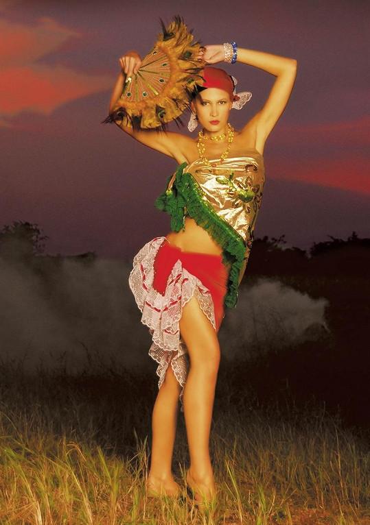 Katka Průšová jako kubánská tanečnice.