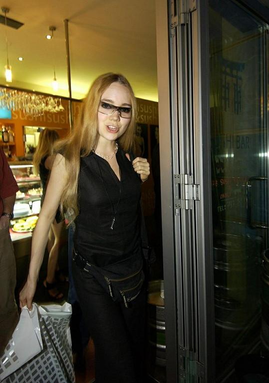Dlouhé rovné vlasy také tvořily image Lucie Vondráčkové.