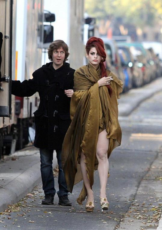 Eva a její vysportované nohy.