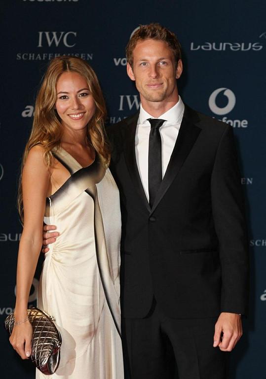 Harryho přítelkyně Florence Brudenell-Bruce s Jensonem Buttonem na archivním snímku.