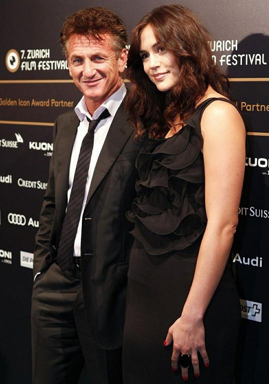 Sean Penn a Shannon Costello na festivalu v Curychu.