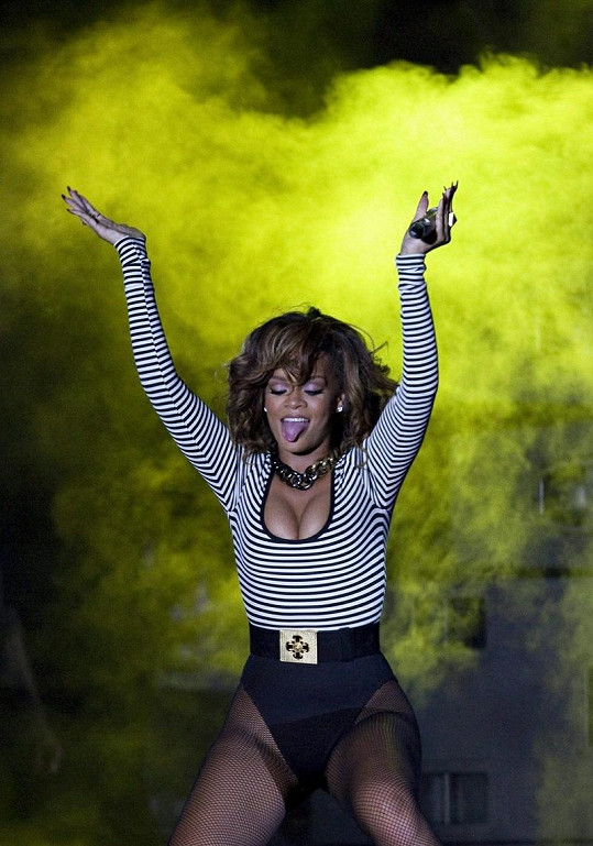 Rihanna prý předvedla skvělou show, se zpěvem to údajně bylo trochu horší.