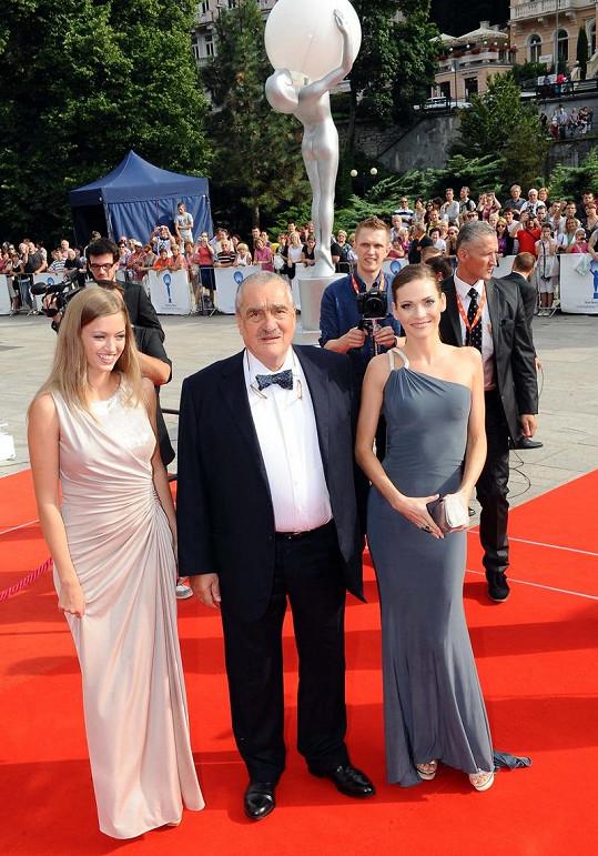 Karel Schwarzenberg přišel s Andreou Verešovou.