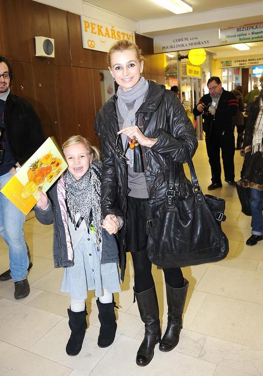 Ivana s dcerou při příchodu.