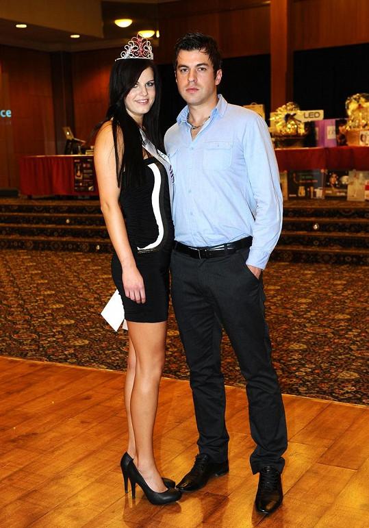 Dominika s přítelem Tiborem chodí teprve měsíc.