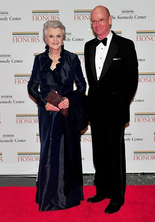 Angela Lansbury vypadá i po osmdesátce výborně.