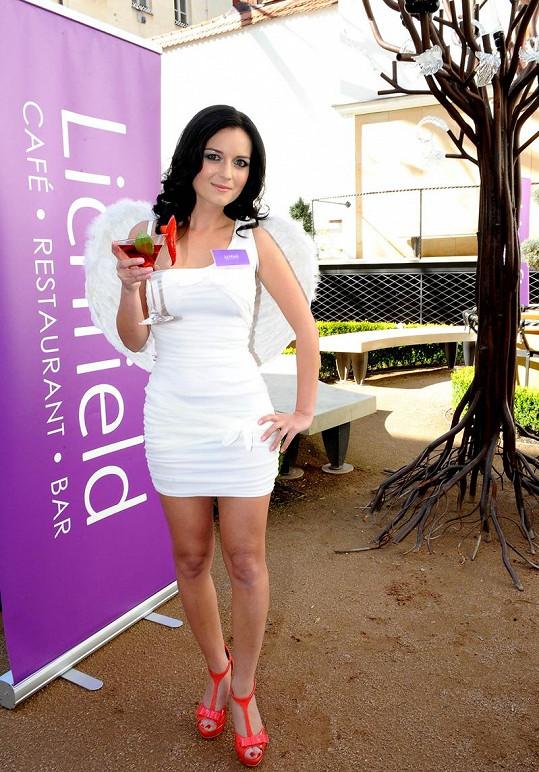 Aneta Savarová se pyšní velikostí šatů 32.