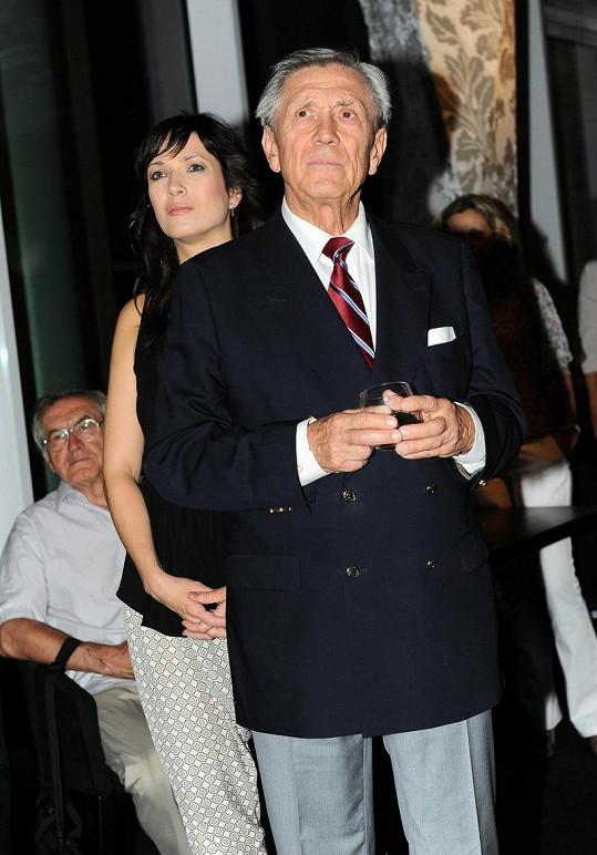 Petr Kostka s dcerou Terezou, která v seriálu hraje šéfovou.