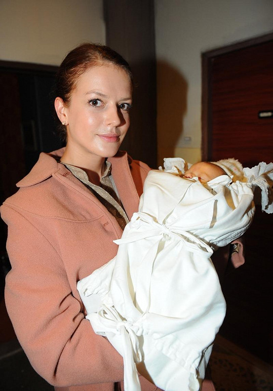 V první sérii hrála Andrea Evu Královou odpovídající jejímu skutečnému věku.