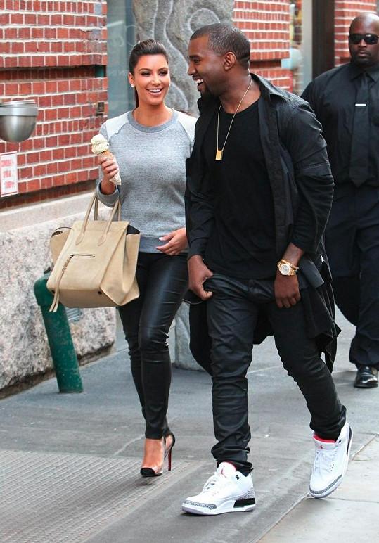 Kim a Kanye byli přáteli už dříve. Teprve teď ale mezi hvězdami přeskočila jiskra.