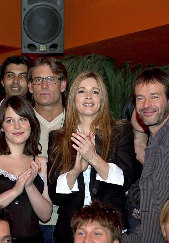 Herečce Helène Rollès to sluší i po dvaceti letech.