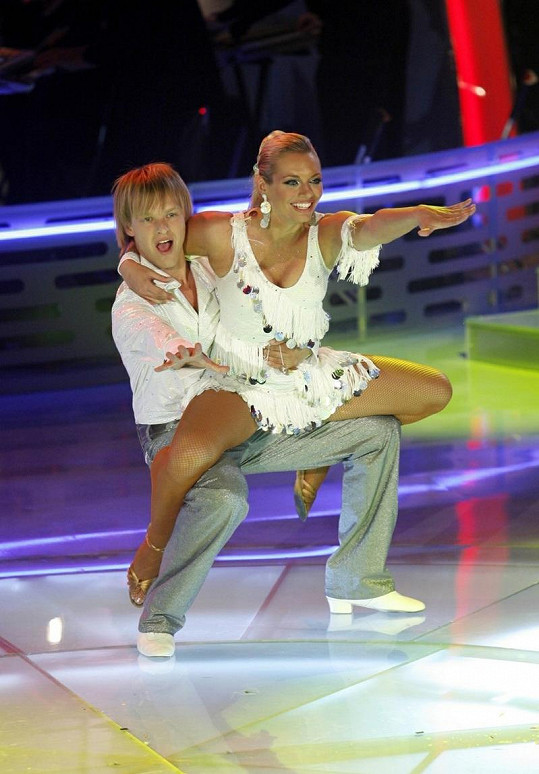 Její taneční partner Petr Pik na ní mohl oči nechat.