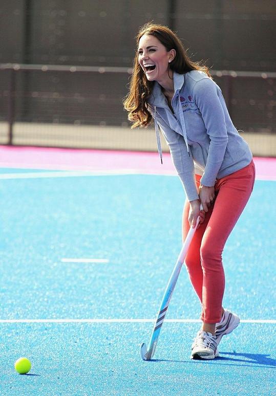 Vévodkyně z Cambridge si pozemní hokej užívala.