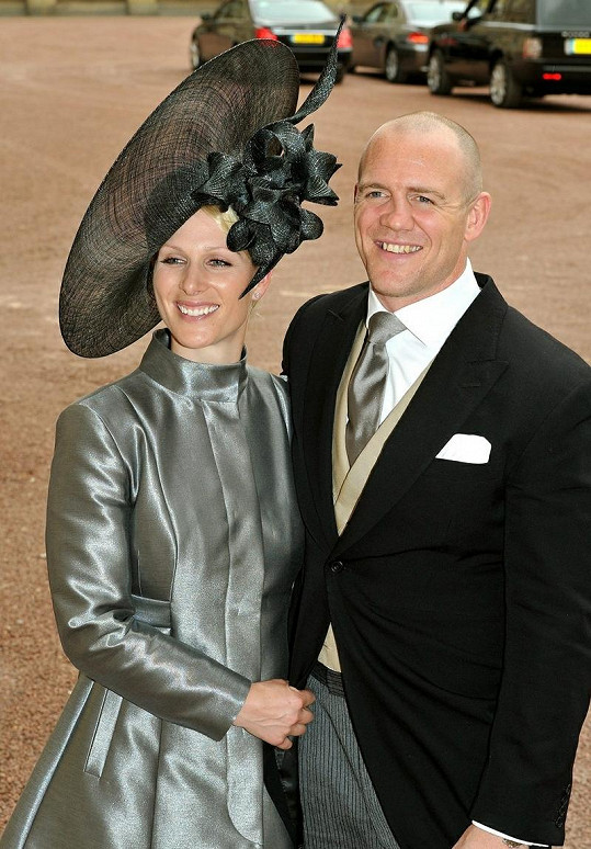 Zara Phillips a Mike Tindall na svatbě prince Williama a Kate Middleton.