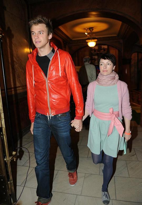 Tatiana Vilhelmová s Vojtou Dykem. Vilhelmová si pořídila hodně podobné boty jako Markéta Frösslová.