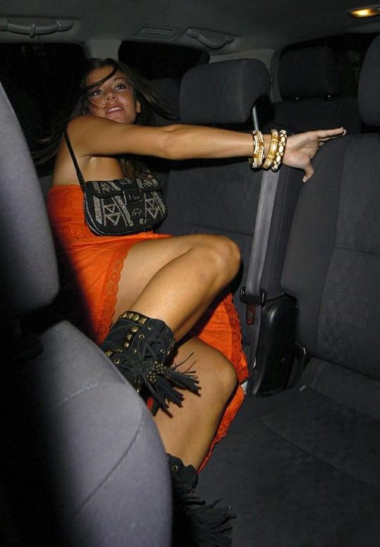 Imogen a její netradiční styl vystupování z auta.