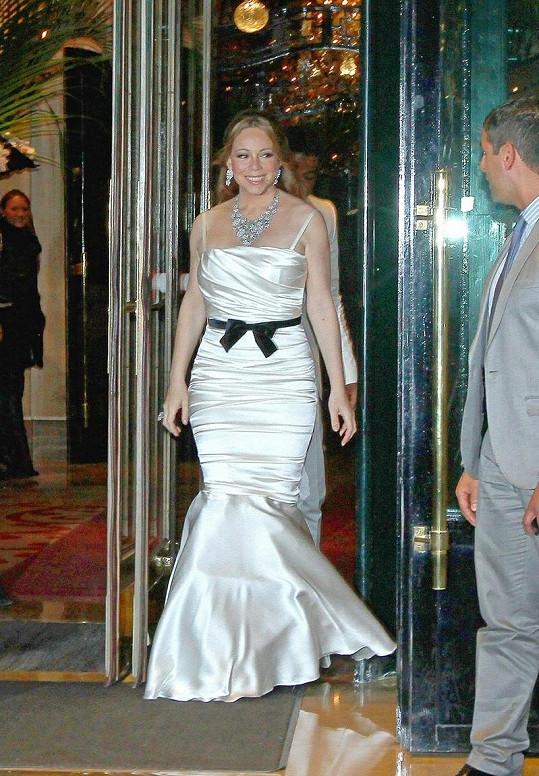 Mariah zvolila šaty, které jí příliš nesedly.